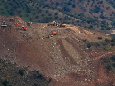 Rescuers battle tough conditions to reach Spanish boy stuck in borehole