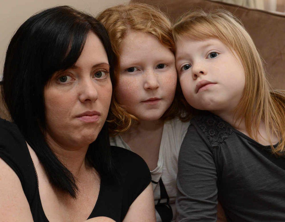 Kacey-Lou James with mum Natalie James and sister Libbi-Mae James aged 9 (centre)