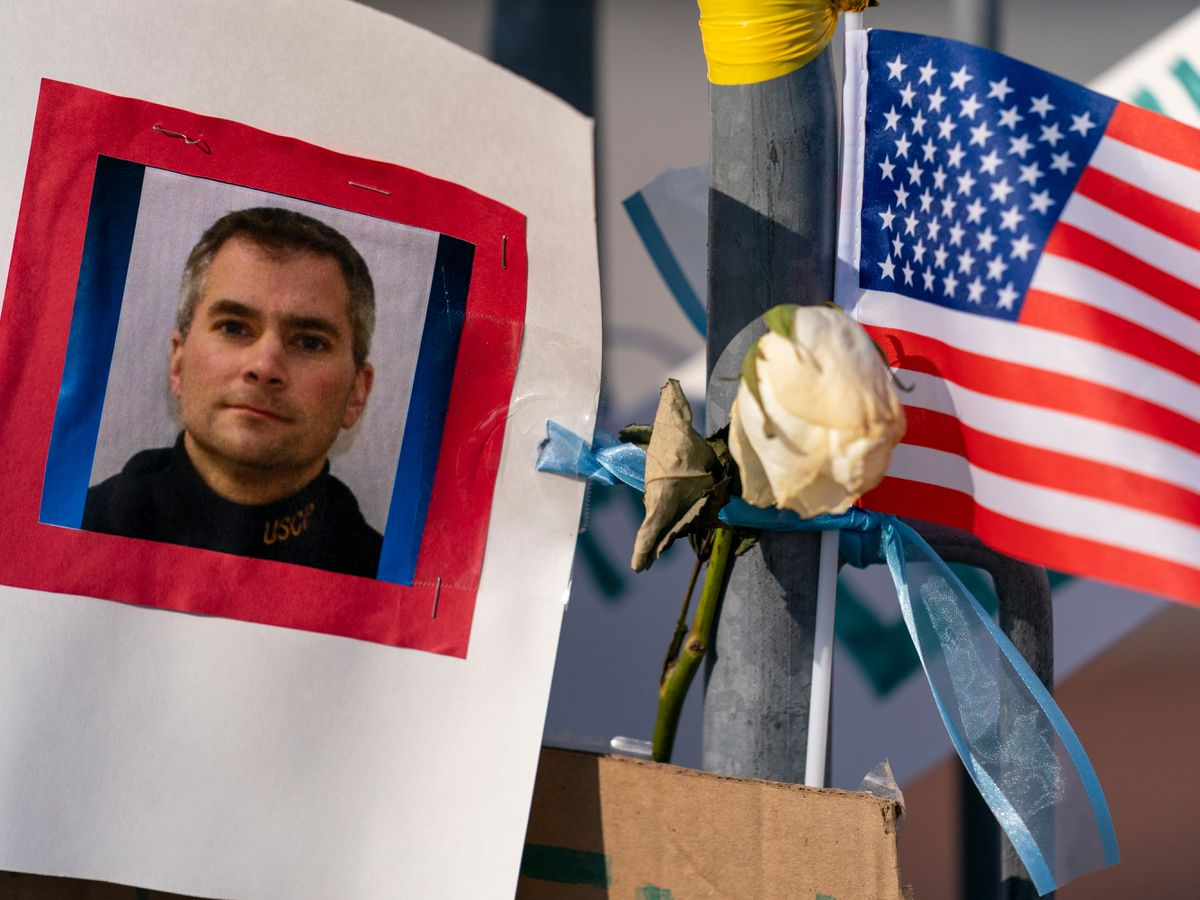 US Capitol police officer who died after riot to lie in honour