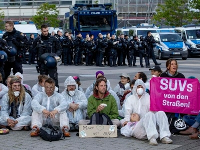 Activists block main entrance to Frankfurt motor show