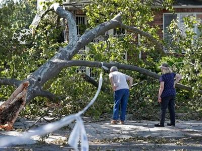Nine dead after Tropical Storm Isaias batters US east coast