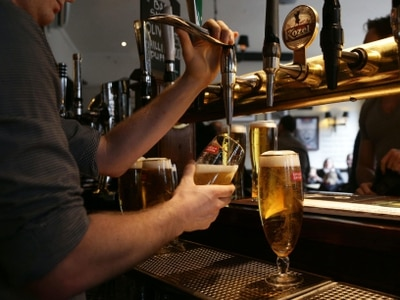 Publicans warn over crowded streets outside bars in Dublin city centre