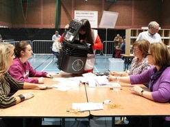 Major parties suffer in local elections as voters vent Brexit frustration