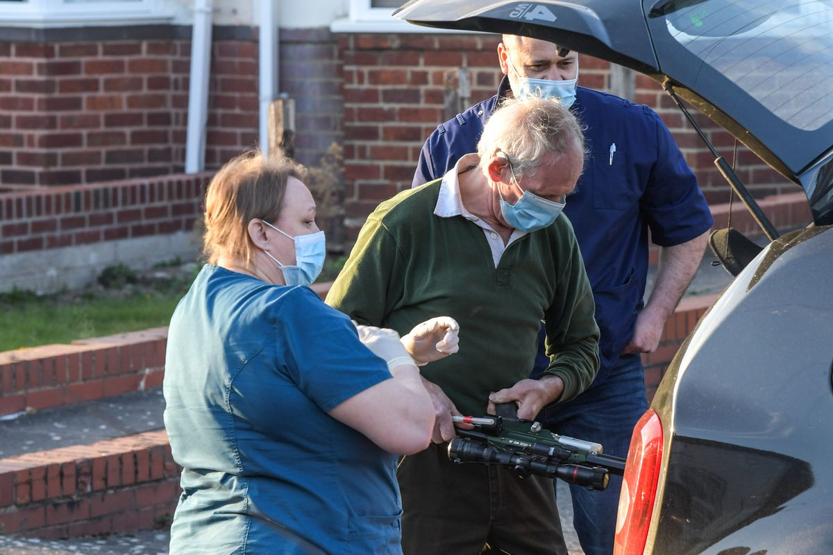A vet with a tranquiliser gun was sent to the scene. Photo: SnapperSK