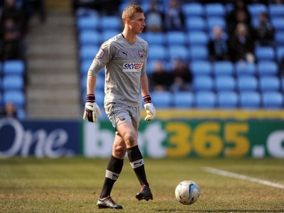 West Brom in talks with Sheffield United over goalkeeper Simon Moore