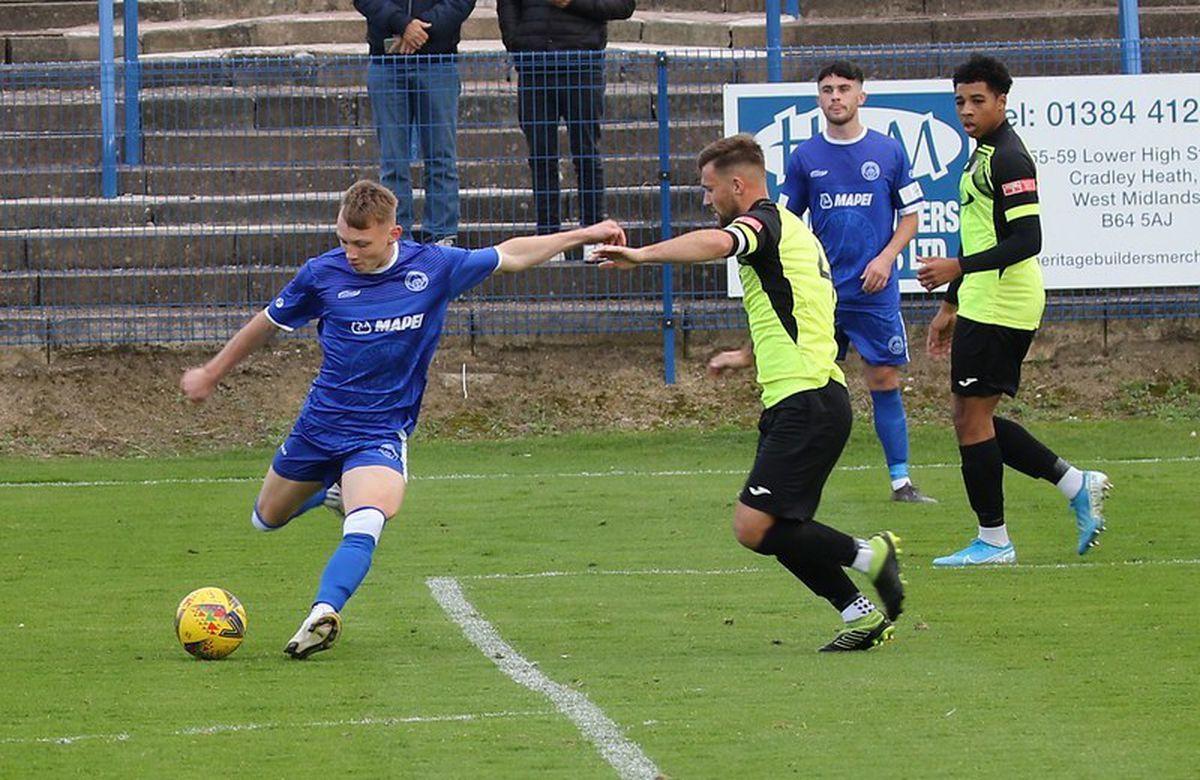 Halesowen v Barton Rovers match action (credit Steve Evans)