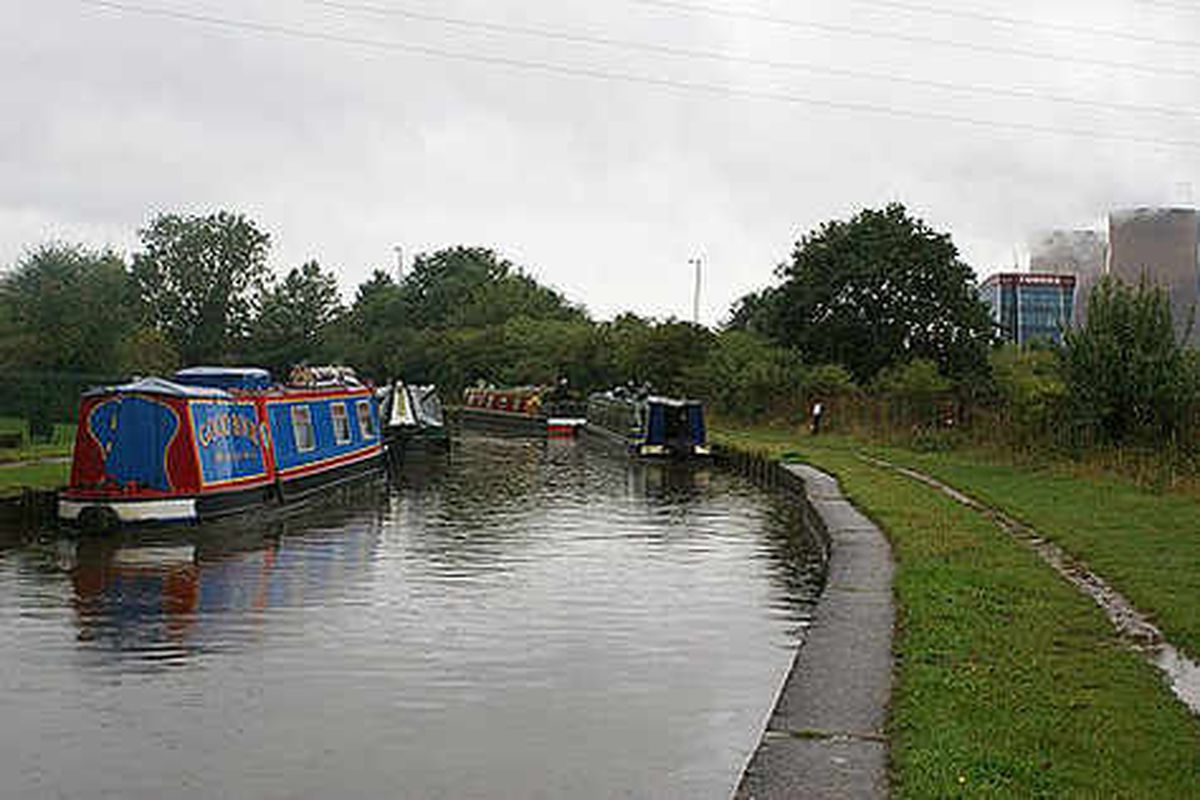 Canal boats looted in daring raid