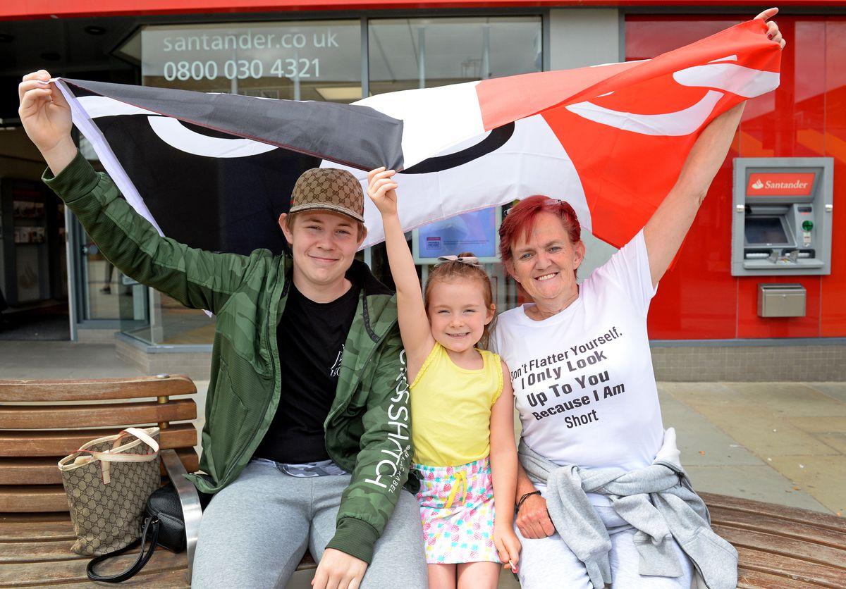 Sharron Rogers with son Leighton, 16 and niece Esmae, 7