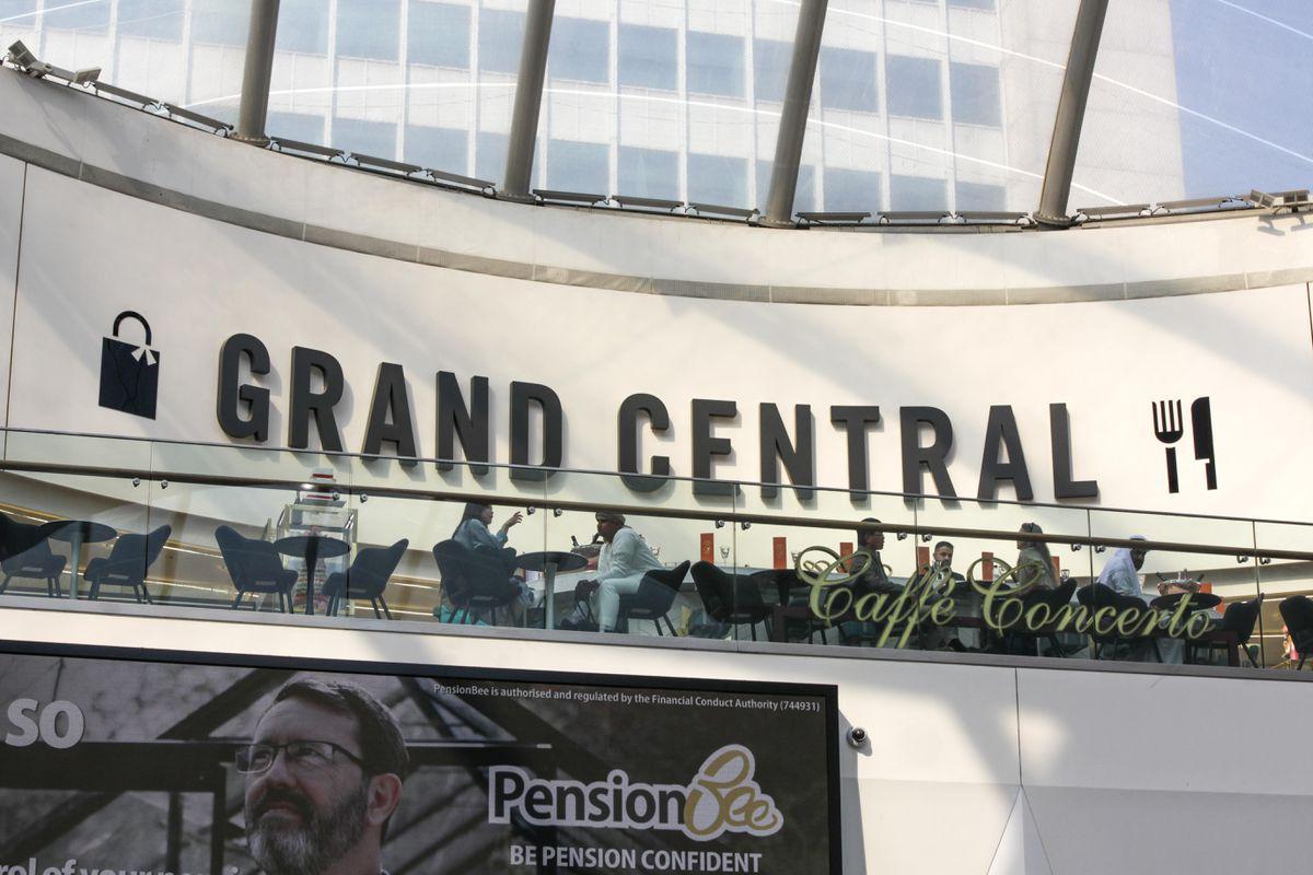 تم بذل كل جهد ممكن للتأكد من أن هذه المحطة تبدو وكأنها مطار مدينة في الشرق الأوسط.  الصورة: Snapper SK