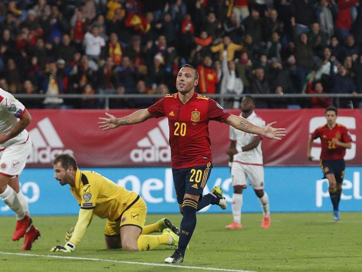 Santi Cazorla celebrates his goal