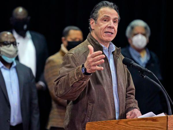 NY Governor Cuomo acknowledges behaviour seen as 'flirtation'