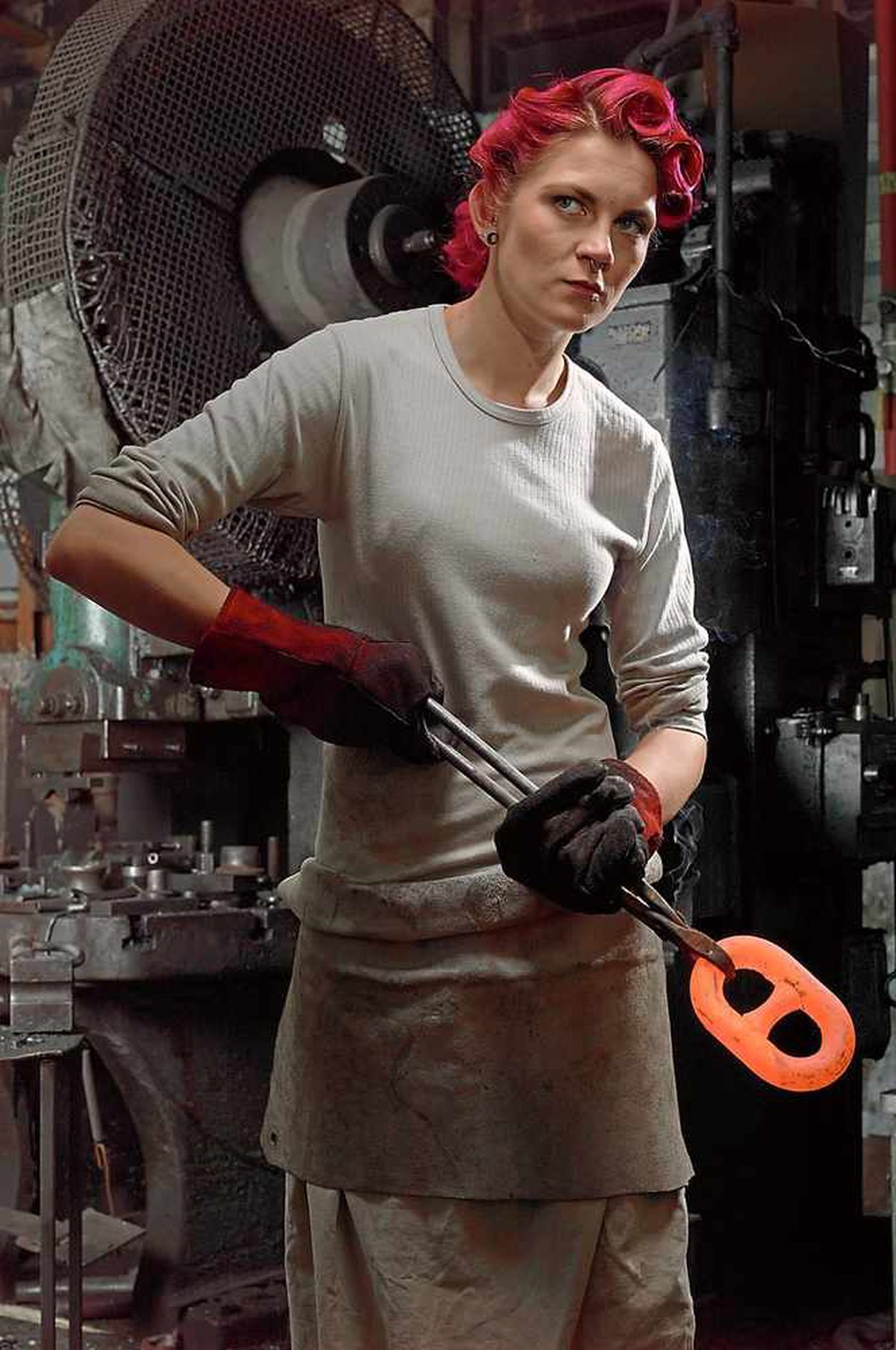 At work - chainmaker Natalie Gore at Solid Swivel in Cradley Heath.